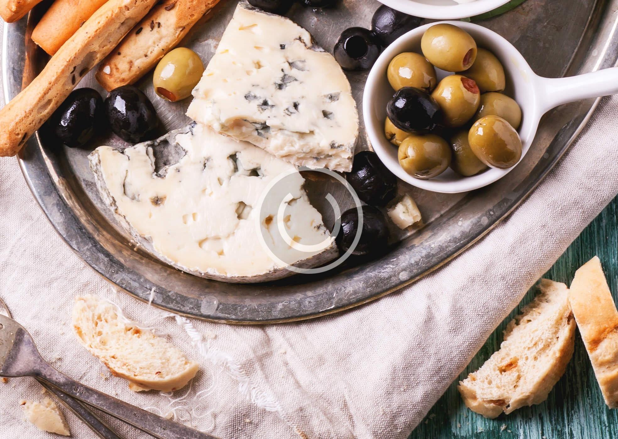 Pizzabrot mit Rosmarin und Oliven